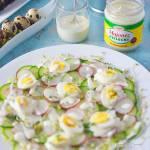 Sałatka wiosenna z ogórkiem, rzodkiewką i jajkami przepiórczymi