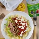 Tagliatelle z tuńczykiem, sosem pomidorowym i serem korycińskim