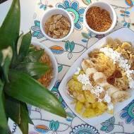 Pełnoziarniste kokardki z serem i owocami