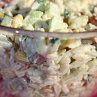 Salatka z makaronem orzo i kabanosami