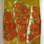 Ryba z pesto i pomidorkami