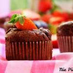 Kakaowe babeczki z truskawkami