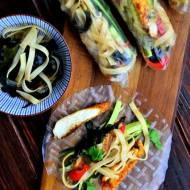 Spring- rolls z kurczakiem, makaronem ryżowym, glonami wakame i warzywami