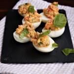 Jajka faszerowane pieczoną papryką z serkiem