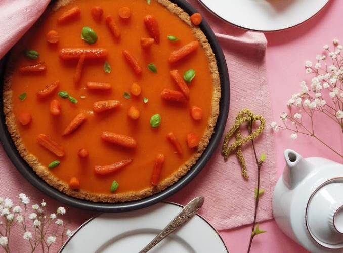 Bezglutenowa tarta marcepanowa z marchewkowym musem
