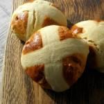 Hot cross buns. Wielkanocne bułeczki.