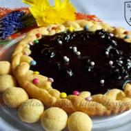 Mazurek z suszonymi wiśniami w polewie czekoladowej