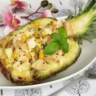 Sałatka z kurczakiem, ananasem, pestkami dyni i czarnuszką