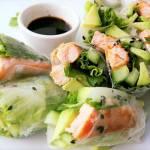 Spring rolls z łososiem w azjatyckiej marynacie i zielonymi warzywami