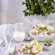 Lekka sałatka z jajkiem i kapustą pekińską w sosie chrzanowym