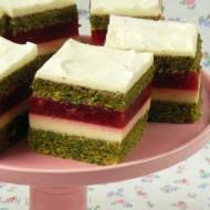 Szpinakowe ciasto z kremem cytrynowym i truskawkami