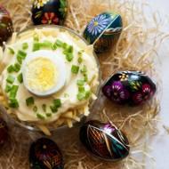 Warstwowa sałatka z jajkiem