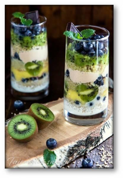 Szklanki śniadaniowe  – Quinoa  –  Ananas –  Kiwi –  Masło orzechowe – Borówki – Jogurt