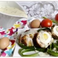 Drobiowe zapiekane jajka po szkocku z sosem chrzanowym