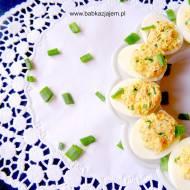 Faszerowane jajka z łososiem wędzonym i szczypiorkiem
