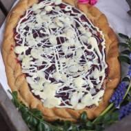 Mazurek z białą czekoladą i dżemem malinowym