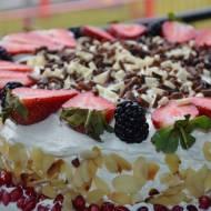 Tort z owocami.