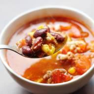 Zupa meksykańska z mięsem, fasolą i kukurydzą