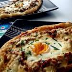 Ciasto francuskie nadziane pikantnym mięsnym farszem z warzywami