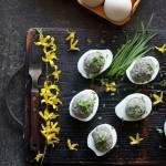 Faszerowane jajka z pieczarkami, czosnkiem niedżwiedzim i olejem rzepakowym
