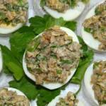 Jajka z boczniakami, orzechami i natką pietruszki