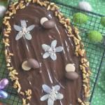 Mazurek wielkanocny z masą kajmakową kakaową
