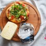 Pizzerinki z salami, rukolą,cukinią i serem korycińskim swojskim