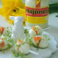 Jajeczka przepiórcze z łososiem, kiełkami i majonezem