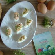 Jajka nadziewane pastą z suszonych pomidorów