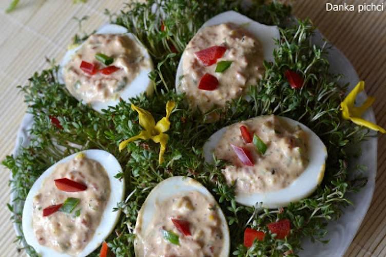 Jajka faszerowane pastą jajeczną