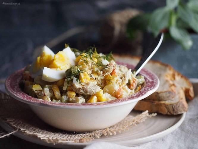 Sałatka jarzynowa z wędzoną makrelą / Vegetable and smoked mackerel salad