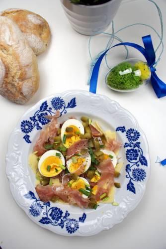 Sałatka z jajkiem i szynką szwardzwaldzką