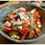 Curry z baklażanem i papryką oraz pieczonymi ziemniakami