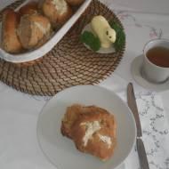 Angielskie bułeczki Hot cross buns na Wielkanoc