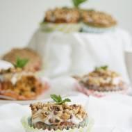 Muffiny marchewkowe z orzechami, cytrynowym lukrem i granolą