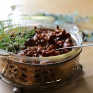 Gulasz wołowy z winem i kurkami