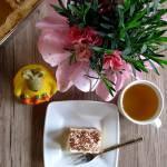 Wielkanocne życzenia i ciasto krówka
