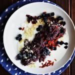 Jagodowa komosanka z czekoladą. Śniadanie w 15 minut!