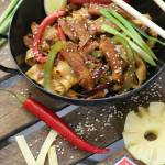 Wieprzowina z Makaronem Po Chińsku z Ananasem