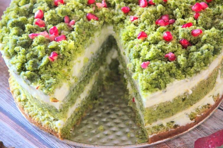 Leśny Mech – szpinakowe ciasto z kremem i granatem