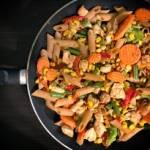 Dietetycznie – makaron z kurczakiem i warzywami