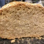 Chleb pszenno-żytni z płatkami owsianymi.