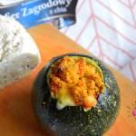 Mini cukinie nadziewane kaszą kuskus, papryką czerwoną i serem zagrodowym z chia
