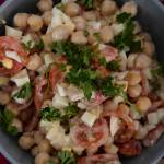 Sałatka. Ciecierzyca, pomidory, jajko