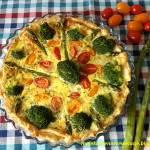 Tarta ze szparagami, pomidorkami i brokułem