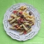 Zapiekanka makaronowa z salami, pieczarkami i warzywami