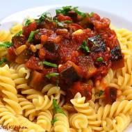 Makaron z bakłażanem w pomidorach