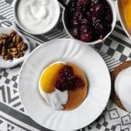 Placuszki owsiane z owocami – szybkie śniadanie na słodko
