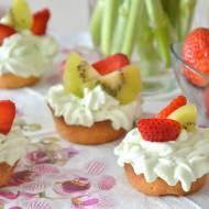 Tartaletki z kremem agrestowym i owocami