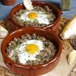 Jajka zapiekane na pieczarkach